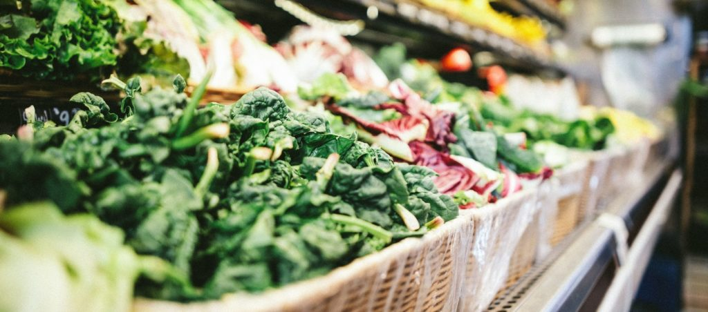 Bemannica grönsaker i grönsaksdisk
